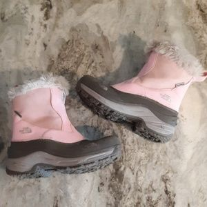 The North Face girls size 3 waterproof snow boots